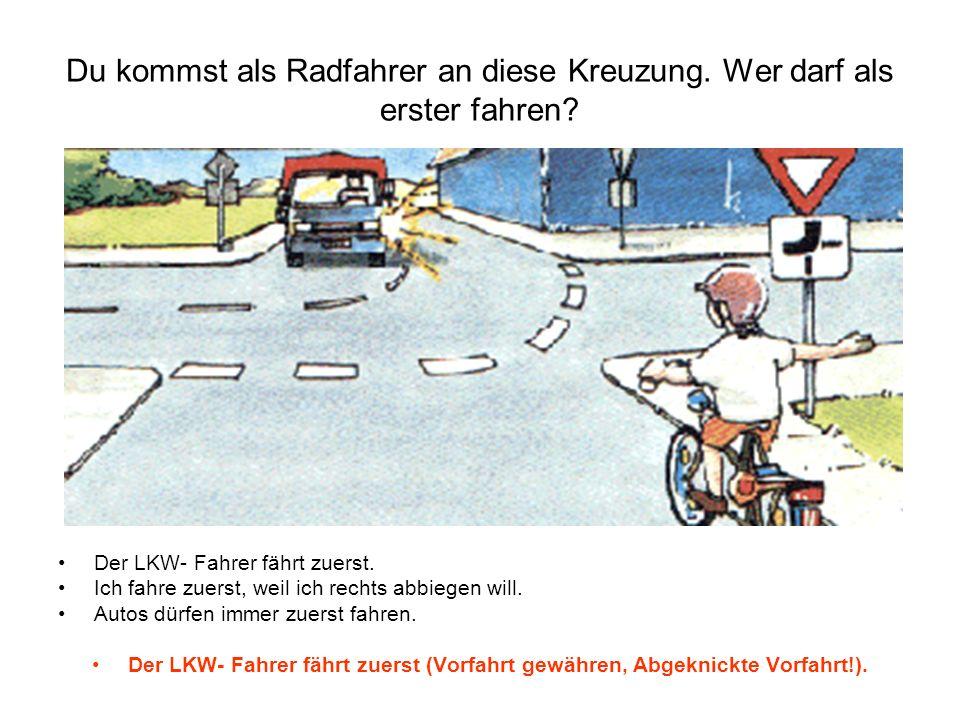Du kommst als Radfahrer an diese Kreuzung. Wer darf als erster fahren