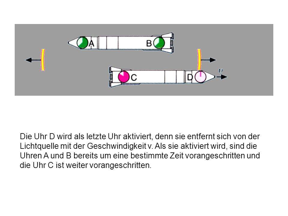 Die Uhr D wird als letzte Uhr aktiviert, denn sie entfernt sich von der Lichtquelle mit der Geschwindigkeit v.