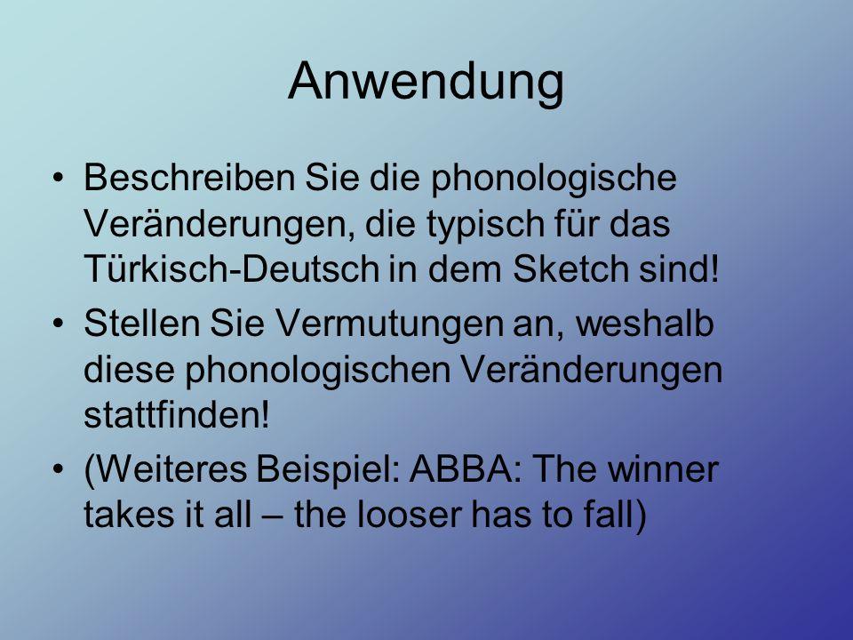 AnwendungBeschreiben Sie die phonologische Veränderungen, die typisch für das Türkisch-Deutsch in dem Sketch sind!