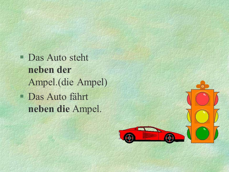 Das Auto steht neben der Ampel.(die Ampel)