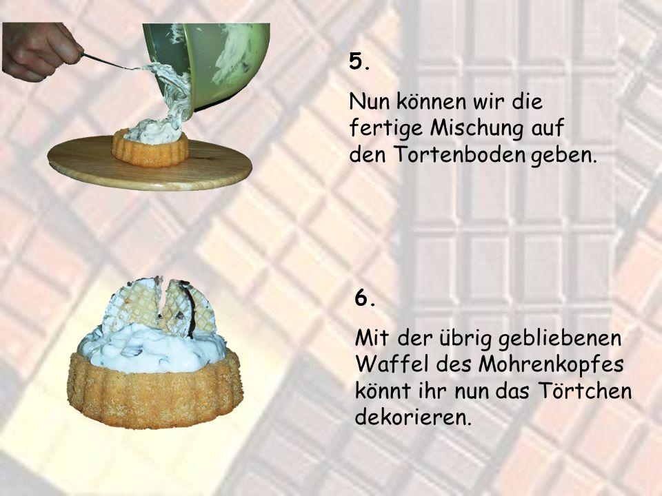 5. Nun können wir die fertige Mischung auf den Tortenboden geben.