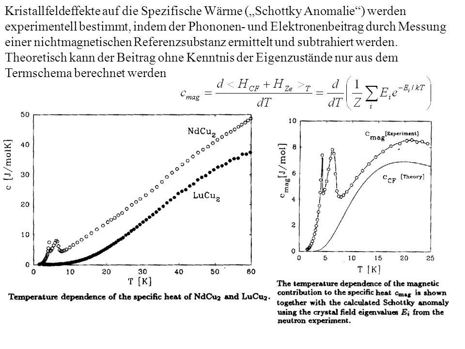 """Kristallfeldeffekte auf die Spezifische Wärme (""""Schottky Anomalie ) werden experimentell bestimmt, indem der Phononen- und Elektronenbeitrag durch Messung einer nichtmagnetischen Referenzsubstanz ermittelt und subtrahiert werden."""