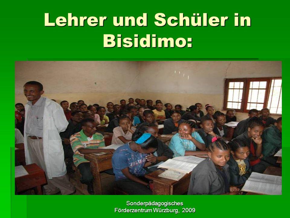 Lehrer und Schüler in Bisidimo: