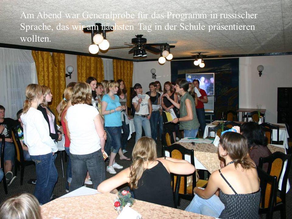 Am Abend war Generalprobe für das Programm in russischer Sprache, das wir am nächsten Tag in der Schule präsentieren wollten.