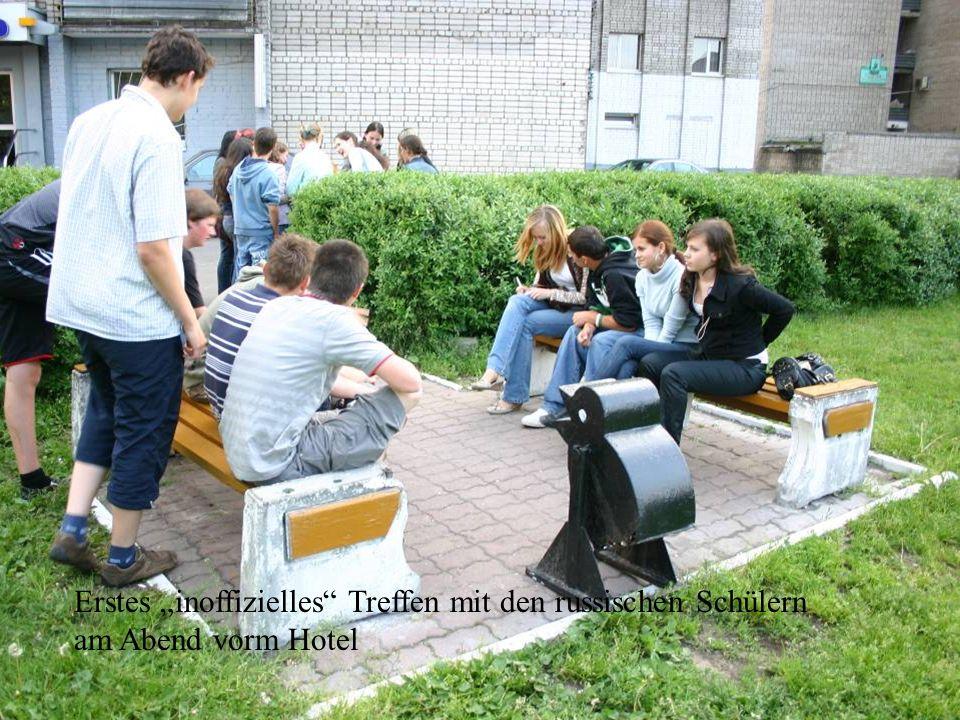 """Erstes """"inoffizielles Treffen mit den russischen Schülern am Abend vorm Hotel"""