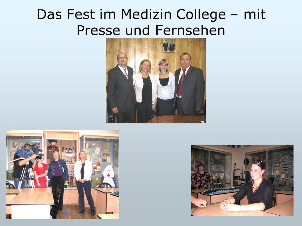 Das Fest im Medizin College – mit Presse und Fernsehen