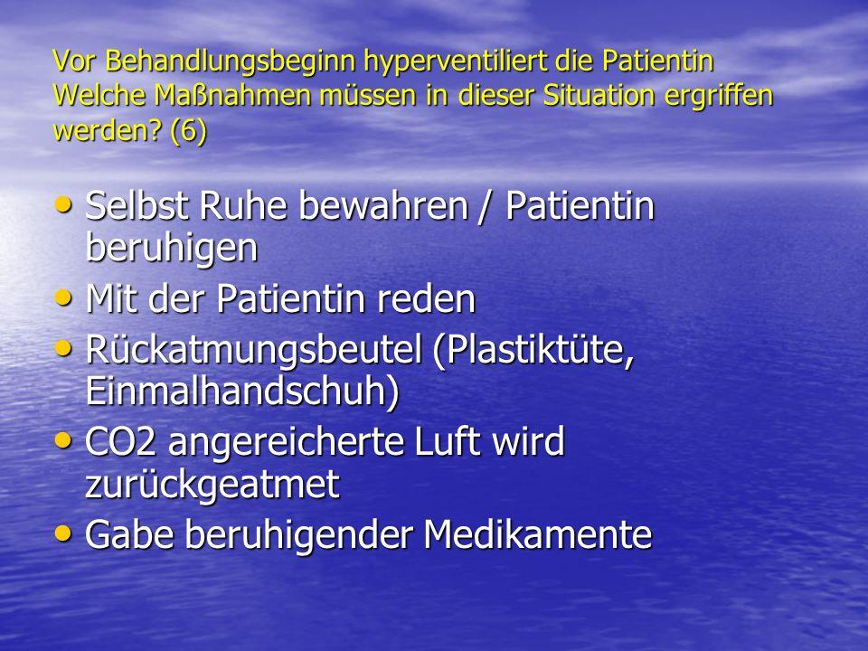 Selbst Ruhe bewahren / Patientin beruhigen Mit der Patientin reden