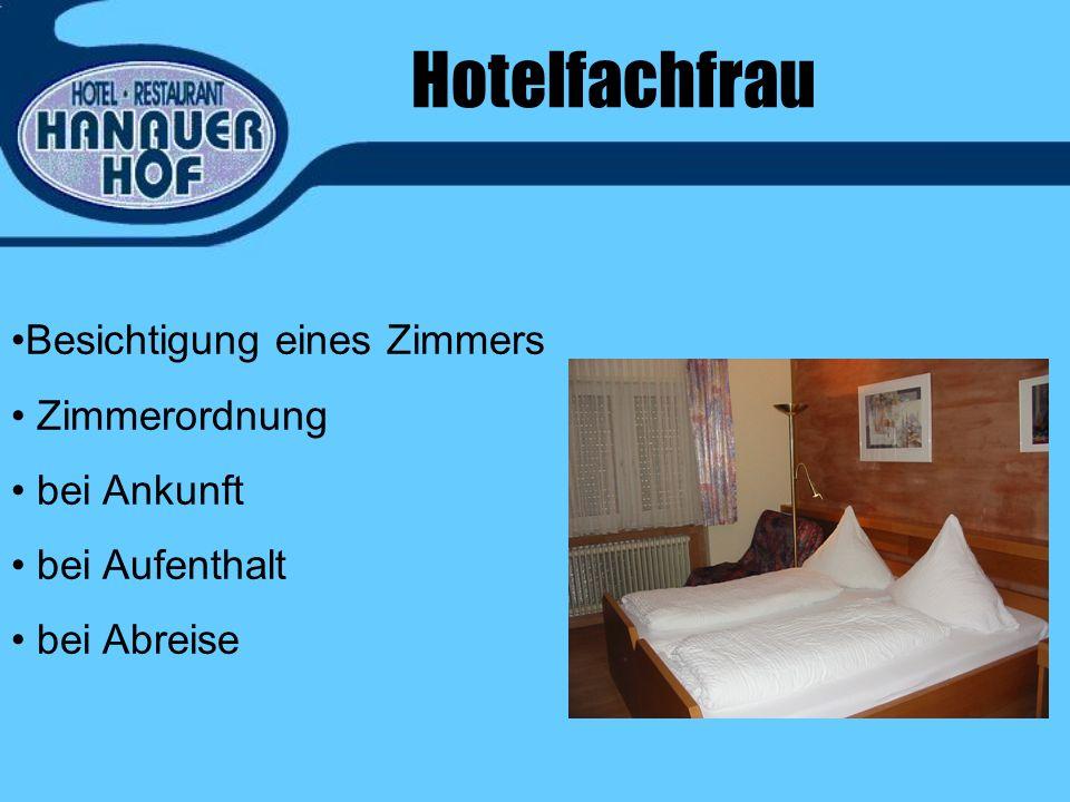 Hotelfachfrau Besichtigung eines Zimmers Zimmerordnung bei Ankunft