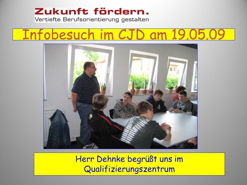 Herr Dehnke begrüßt uns im Qualifizierungszentrum