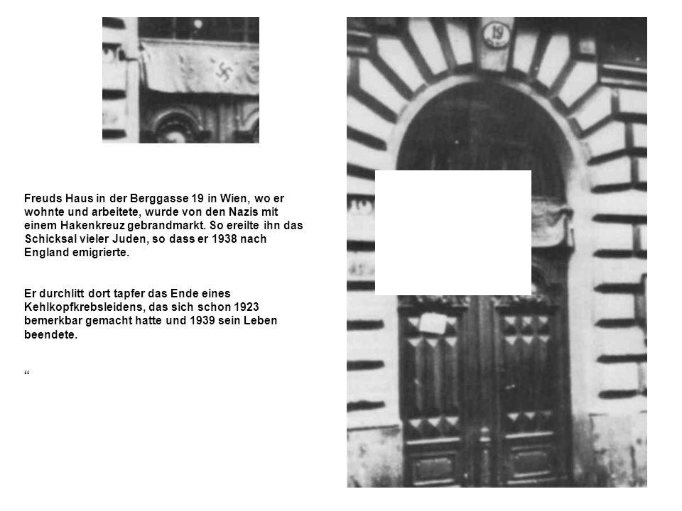 Freuds Haus in der Berggasse 19 in Wien, wo er wohnte und arbeitete, wurde von den Nazis mit einem Hakenkreuz gebrandmarkt. So ereilte ihn das Schicksal vieler Juden, so dass er 1938 nach England emigrierte.