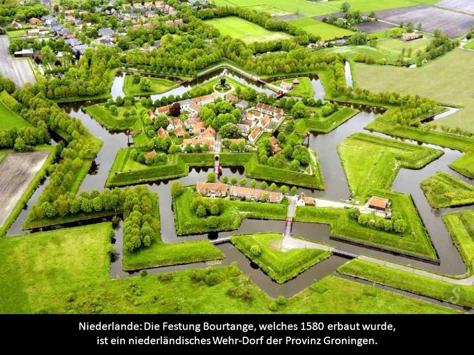 Niederlande: Die Festung Bourtange, welches 1580 erbaut wurde, ist ein niederländisches Wehr-Dorf der Provinz Groningen.