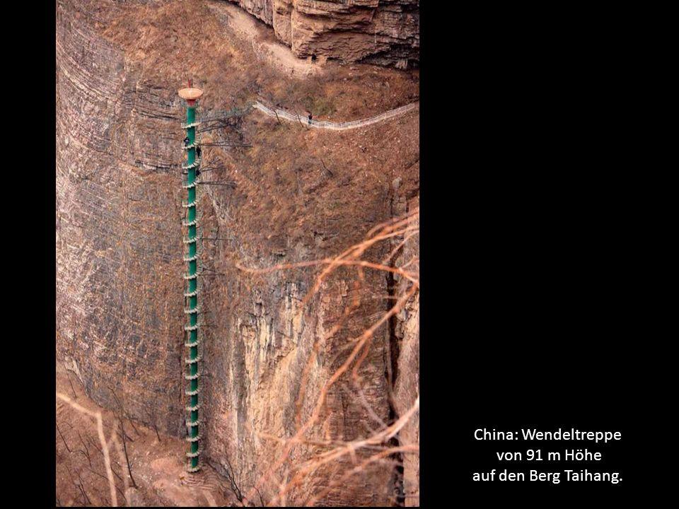 China: Wendeltreppe von 91 m Höhe auf den Berg Taihang.