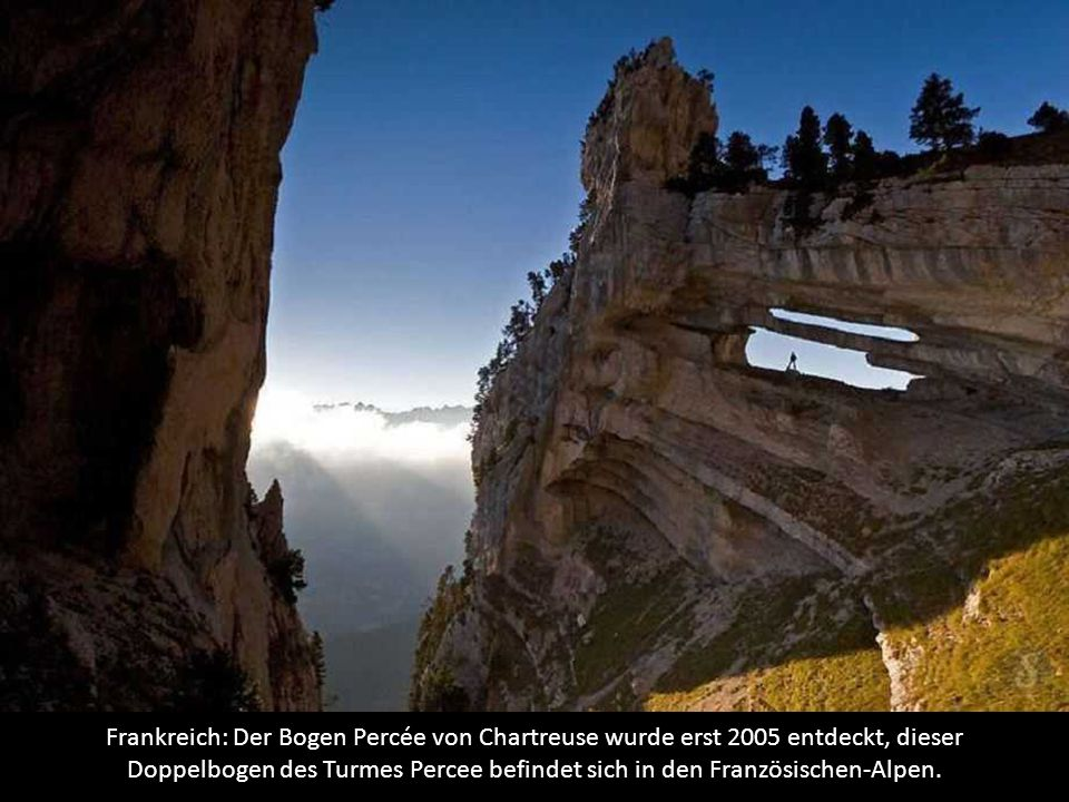 Frankreich: Der Bogen Percée von Chartreuse wurde erst 2005 entdeckt, dieser Doppelbogen des Turmes Percee befindet sich in den Französischen-Alpen.