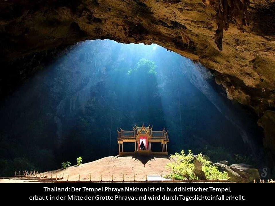 Thailand: Der Tempel Phraya Nakhon ist ein buddhistischer Tempel, erbaut in der Mitte der Grotte Phraya und wird durch Tageslichteinfall erhellt.