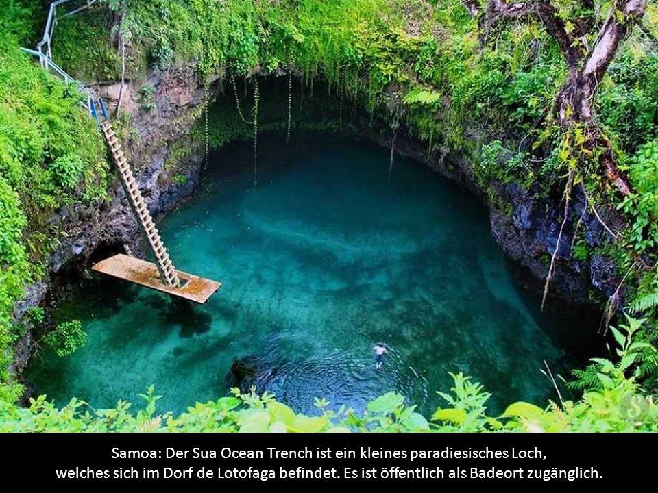 Samoa: Der Sua Ocean Trench ist ein kleines paradiesisches Loch, welches sich im Dorf de Lotofaga befindet.
