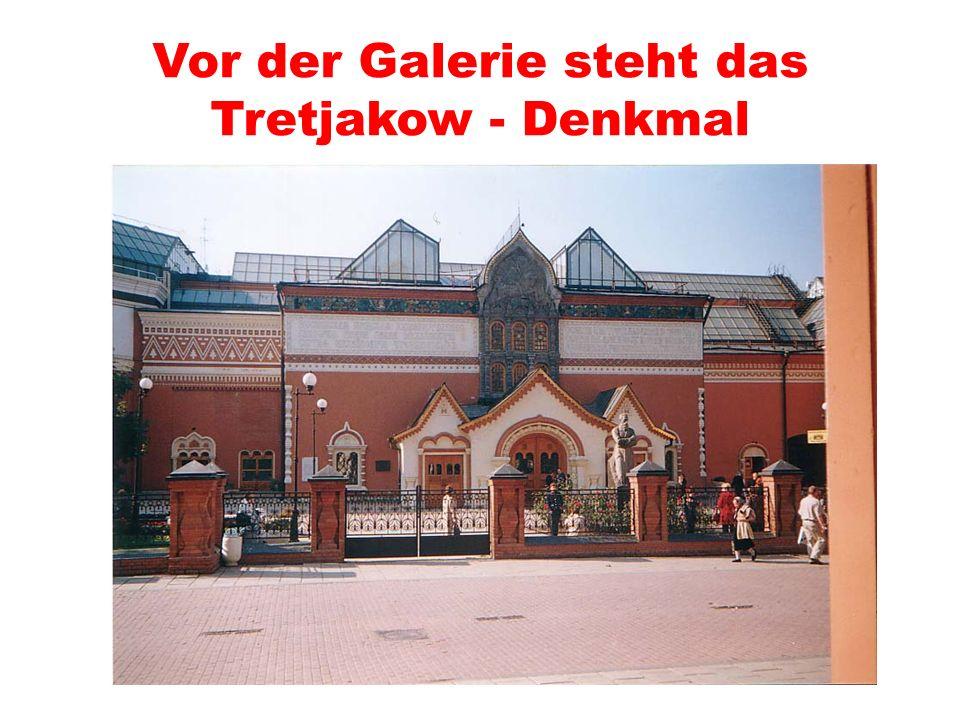 Vor der Galerie steht das Tretjakow - Denkmal