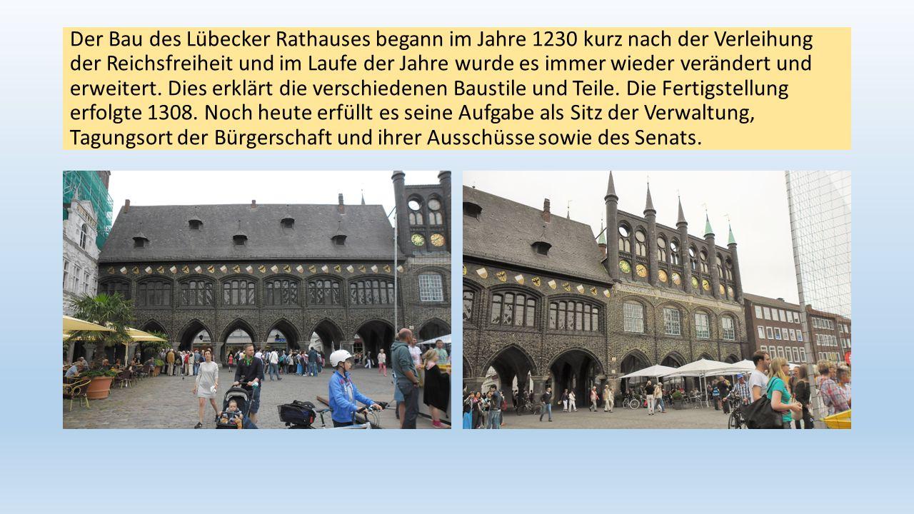 Der Bau des Lübecker Rathauses begann im Jahre 1230 kurz nach der Verleihung der Reichsfreiheit und im Laufe der Jahre wurde es immer wieder verändert und erweitert.