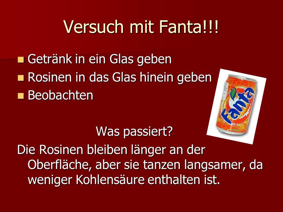 Versuch mit Fanta!!! Getränk in ein Glas geben