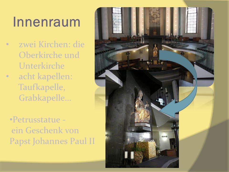 Innenraum zwei Kirchen: die Oberkirche und Unterkirche acht kapellen: