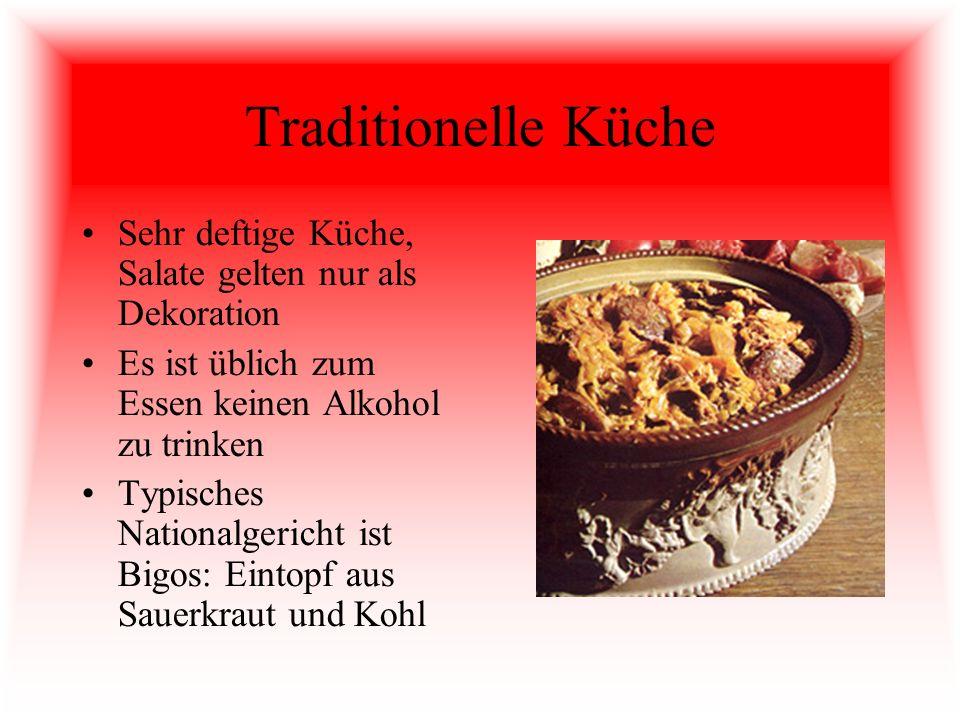 Traditionelle Küche Sehr deftige Küche, Salate gelten nur als Dekoration. Es ist üblich zum Essen keinen Alkohol zu trinken.