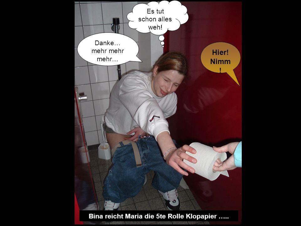Bina reicht Maria die 5te Rolle Klopapier …..
