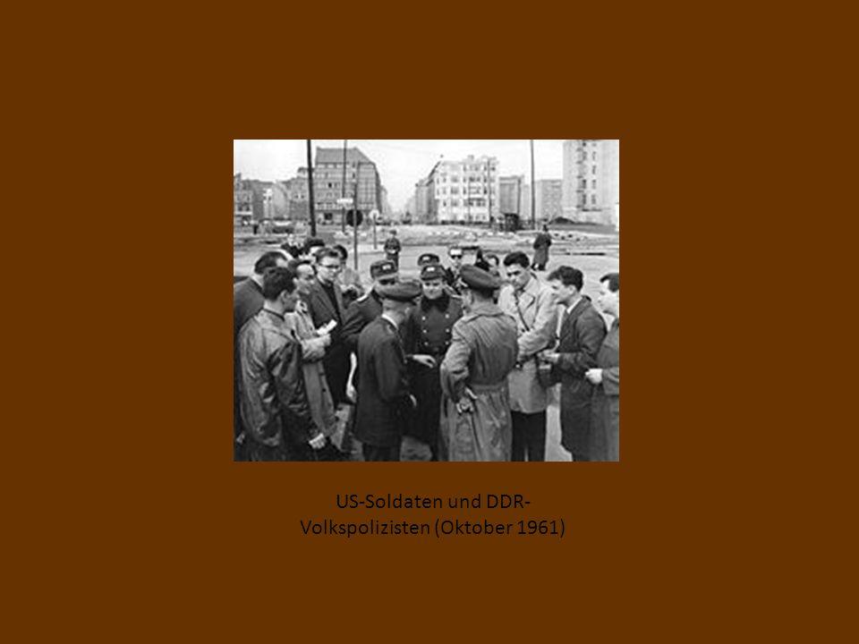 US-Soldaten und DDR-Volkspolizisten (Oktober 1961)