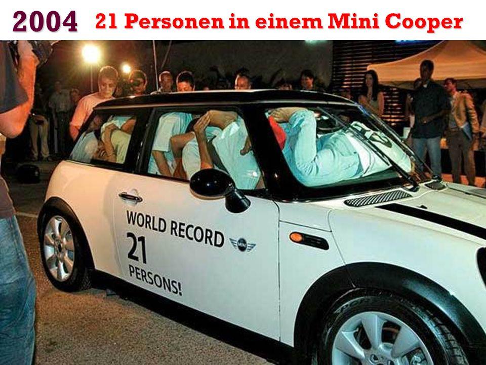 2004 21 Personen in einem Mini Cooper