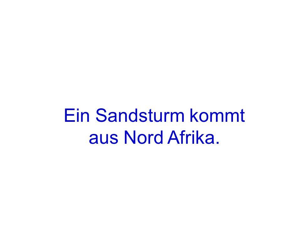Ein Sandsturm kommt aus Nord Afrika.