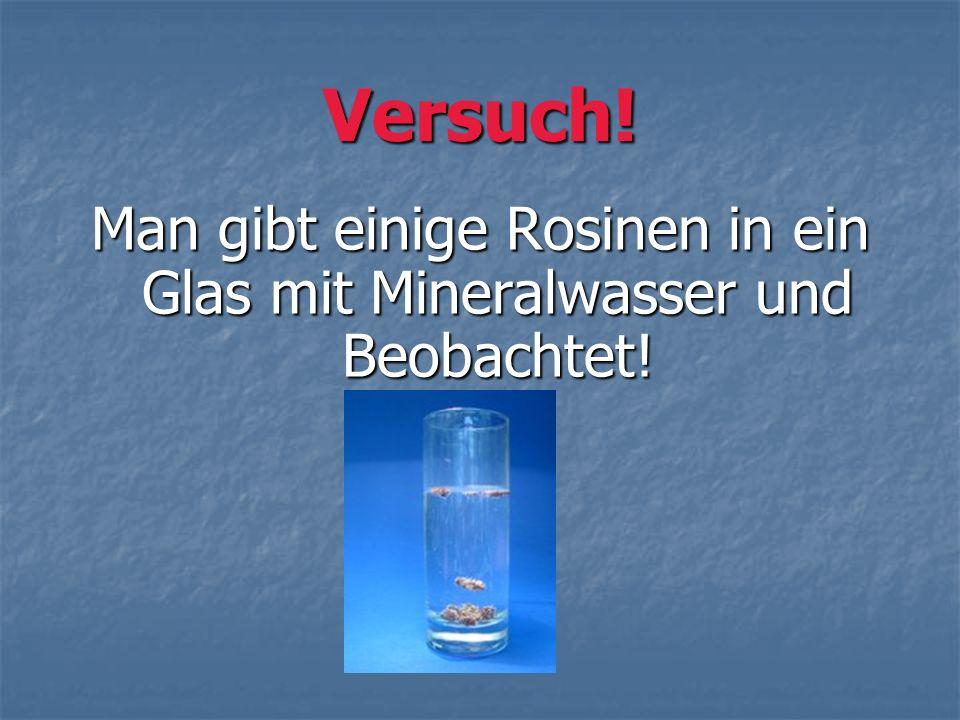 Man gibt einige Rosinen in ein Glas mit Mineralwasser und Beobachtet!