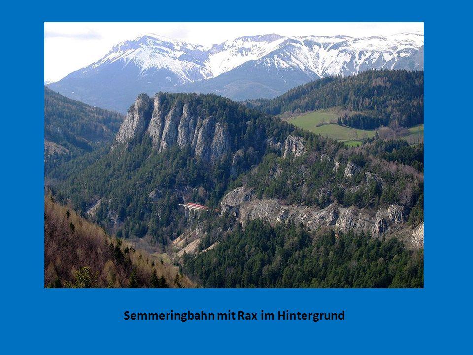Semmeringbahn mit Rax im Hintergrund