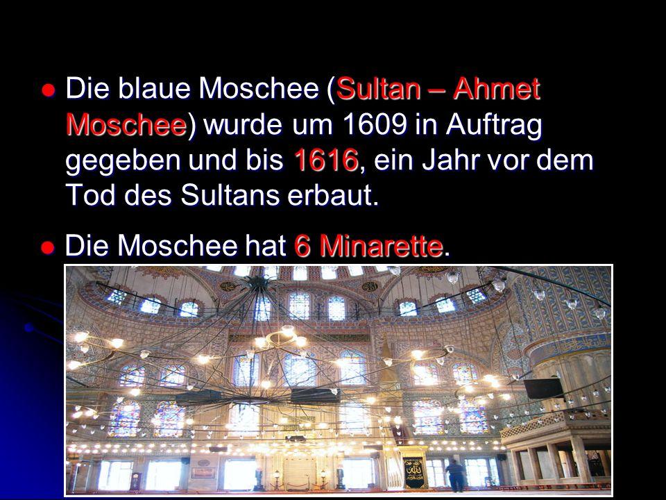 Die Moschee hat 6 Minarette.