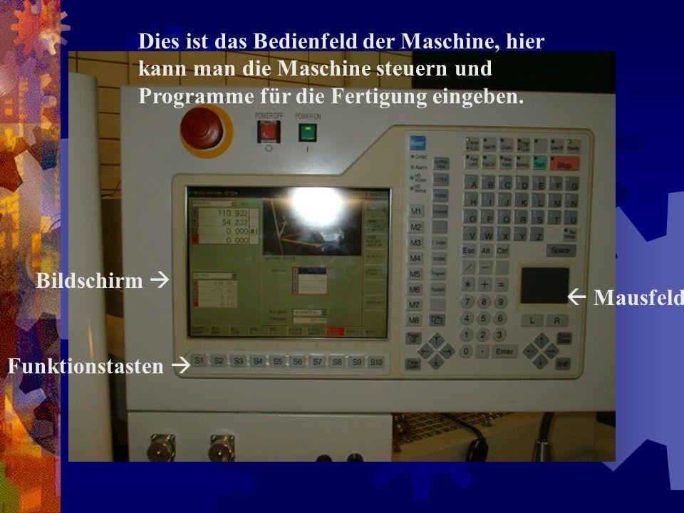 Dies ist das Bedienfeld der Maschine, hier kann man die Maschine steuern und Programme für die Fertigung eingeben.
