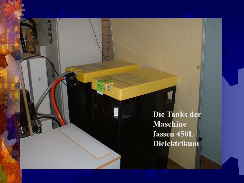 Die Tanks der Maschine fassen 450L Dielektrikum