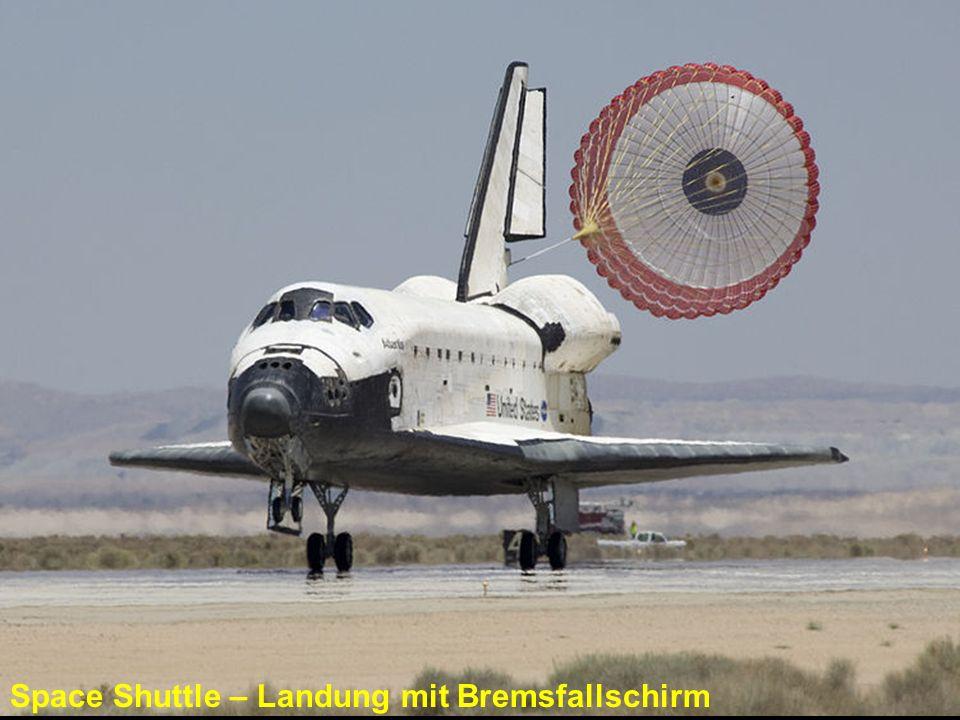 Space Shuttle – Landung mit Bremsfallschirm