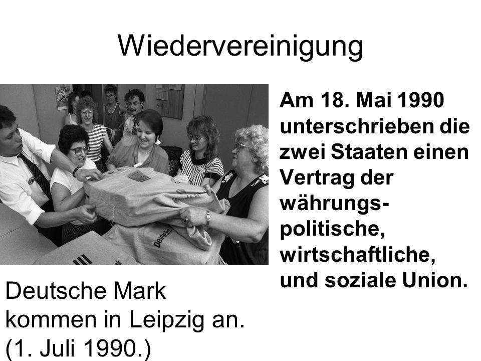 Wiedervereinigung Deutsche Mark kommen in Leipzig an. (1. Juli 1990.)