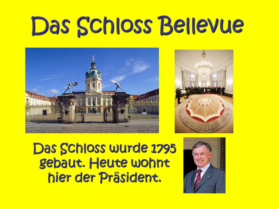Das Schloss wurde 1795 gebaut. Heute wohnt hier der Präsident.