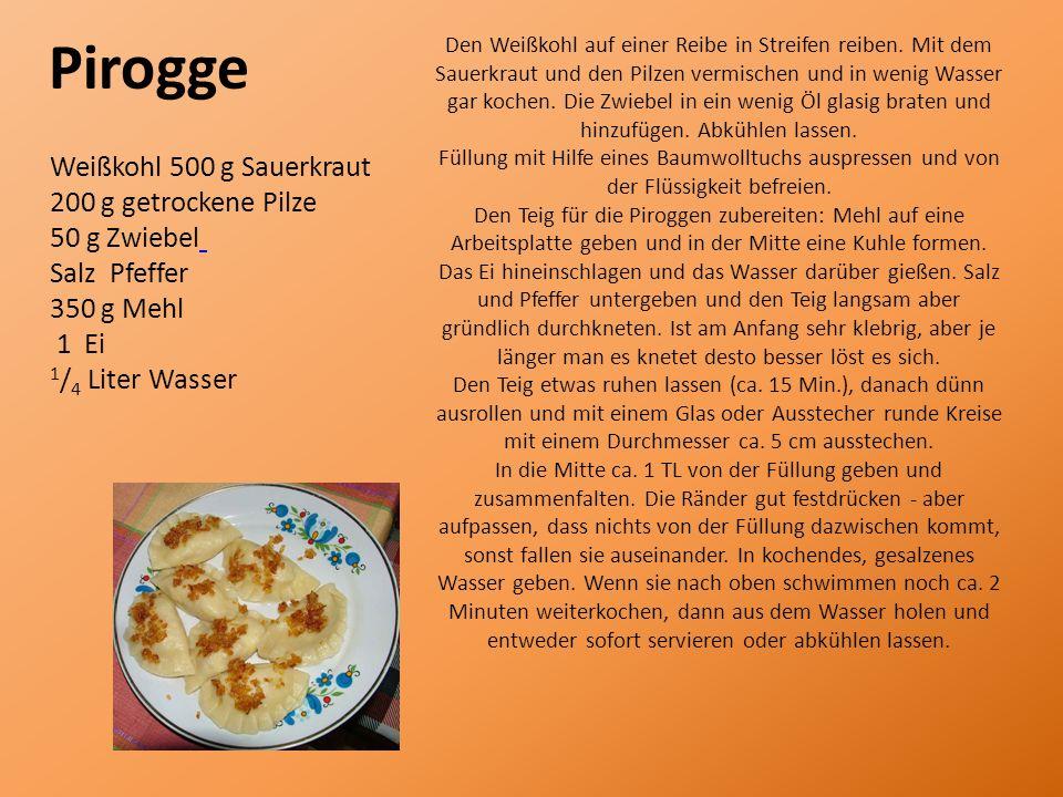 Pirogge Weißkohl 500 g Sauerkraut 200 g getrockene Pilze 50 g Zwiebel