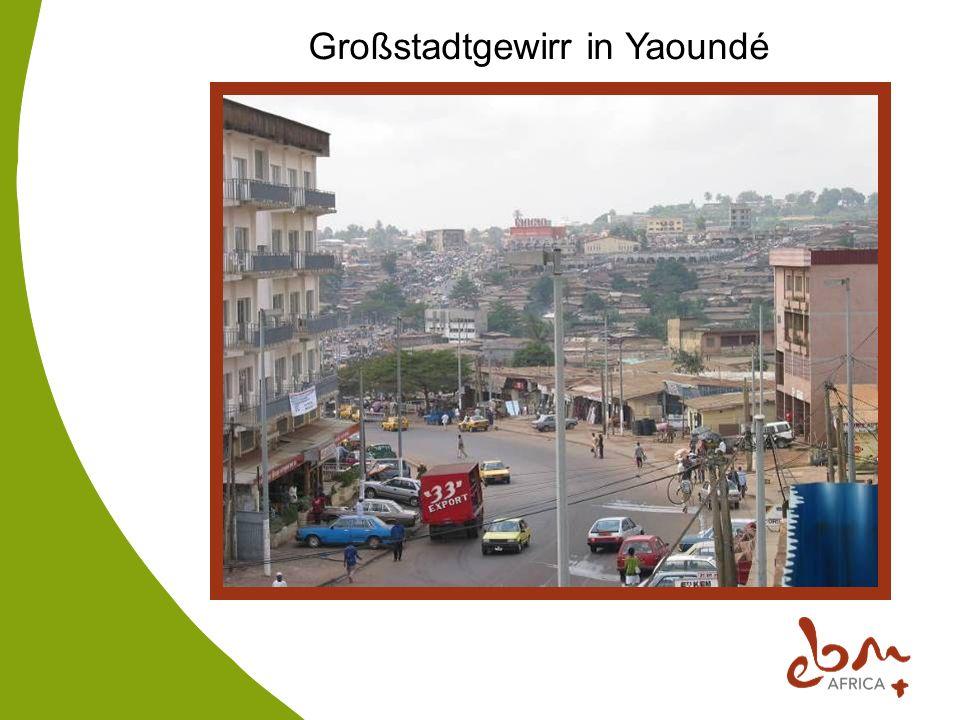 Großstadtgewirr in Yaoundé