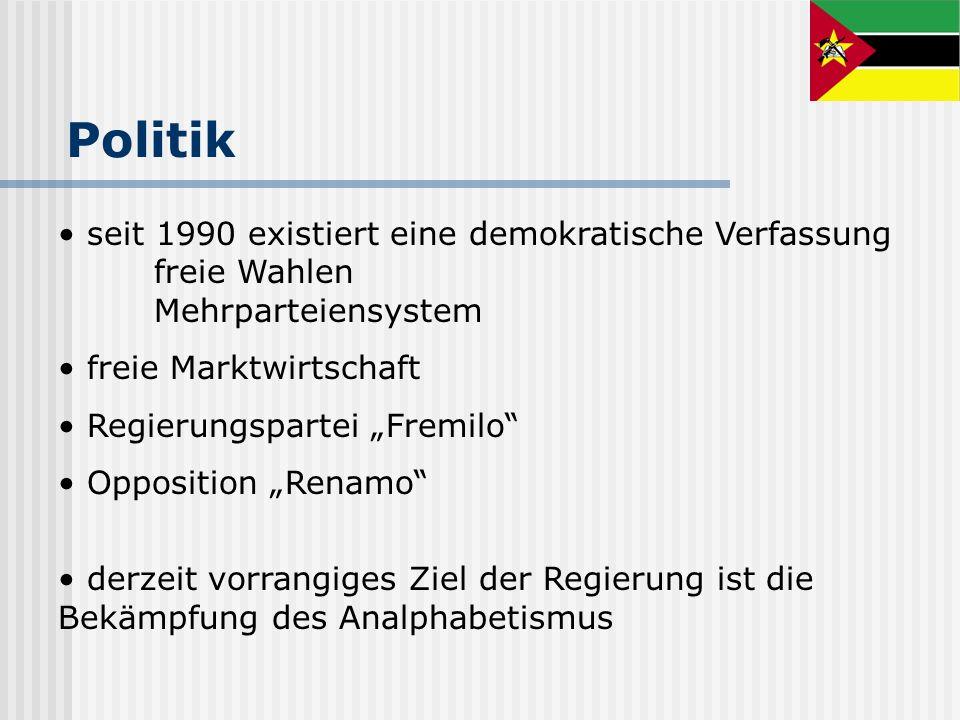 Politikseit 1990 existiert eine demokratische Verfassung freie Wahlen Mehrparteiensystem. freie Marktwirtschaft.