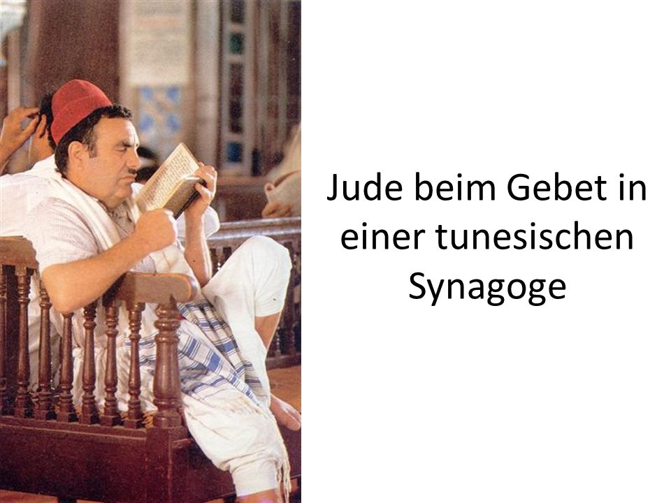 Jude beim Gebet in einer tunesischen Synagoge