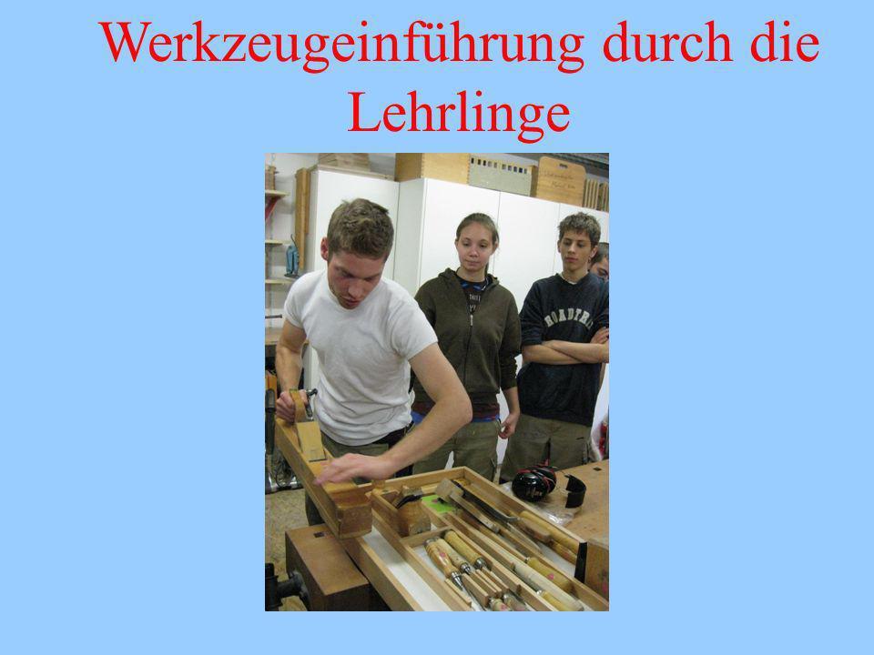 Werkzeugeinführung durch die Lehrlinge