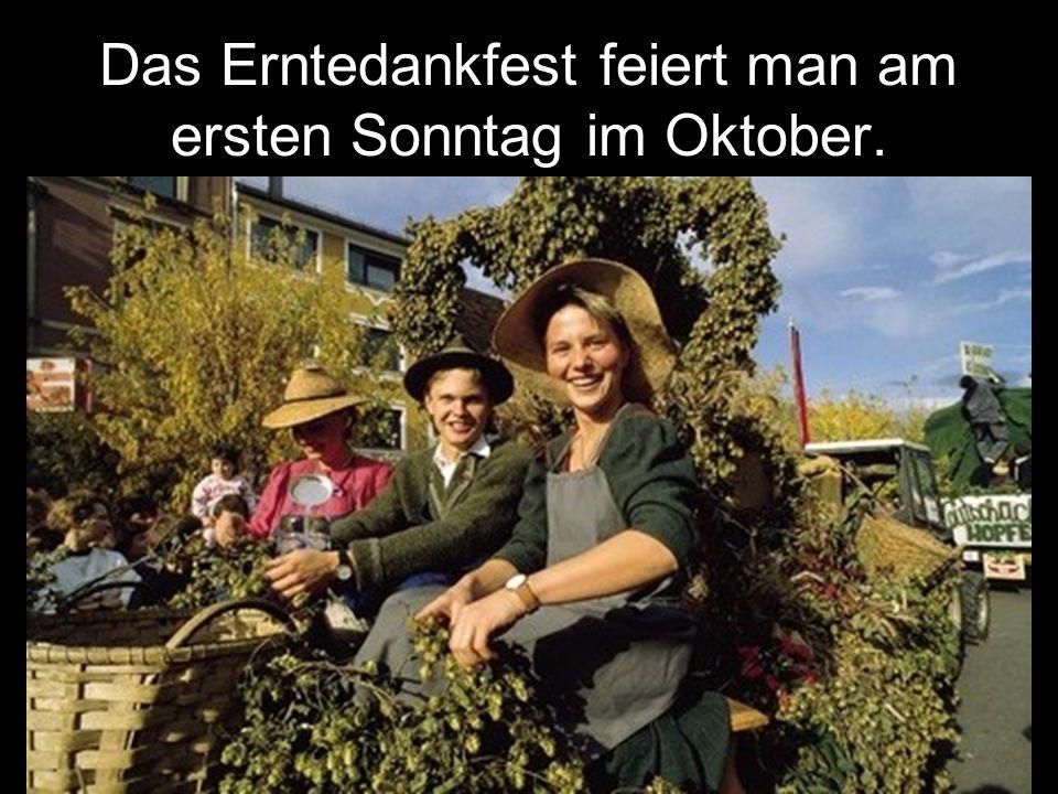 Das Erntedankfest feiert man am ersten Sonntag im Oktober.