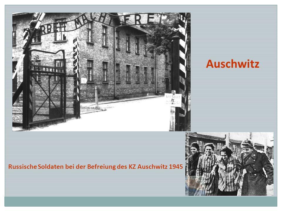 Auschwitz Russische Soldaten bei der Befreiung des KZ Auschwitz 1945