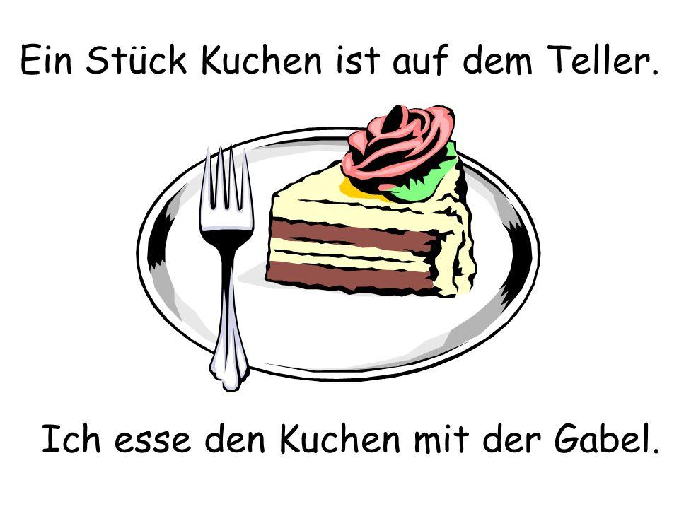 Ein Stück Kuchen ist auf dem Teller.