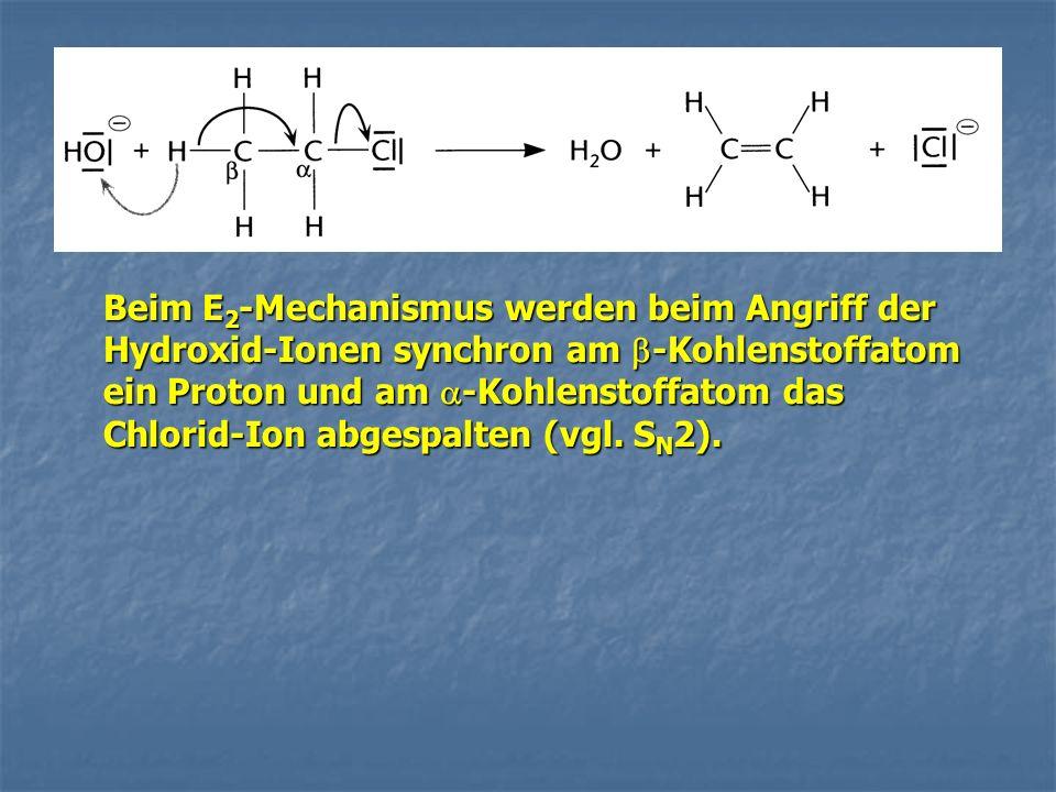 Beim E2-Mechanismus werden beim Angriff der Hydroxid-Ionen synchron am -Kohlenstoffatom ein Proton und am -Kohlenstoffatom das Chlorid-Ion abgespalten (vgl.