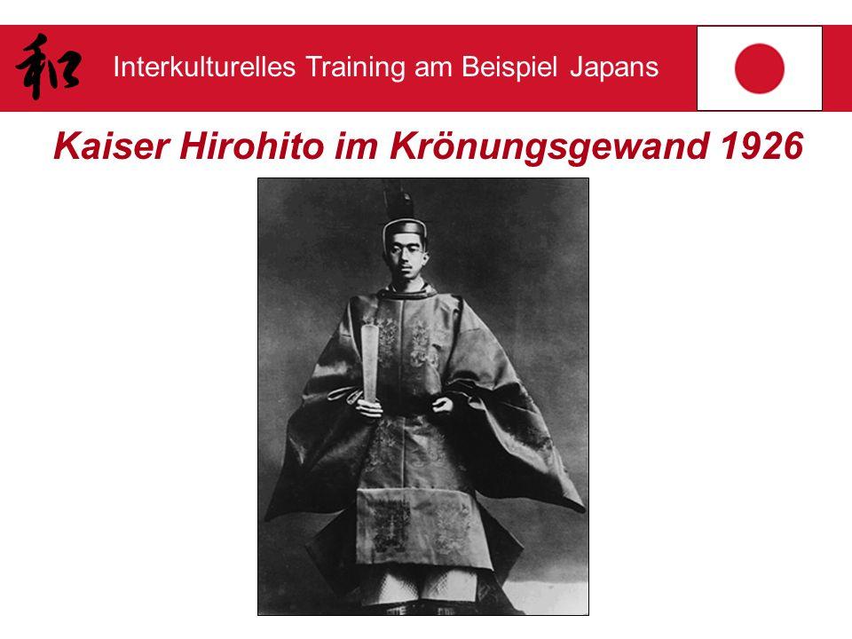 Kaiser Hirohito im Krönungsgewand 1926