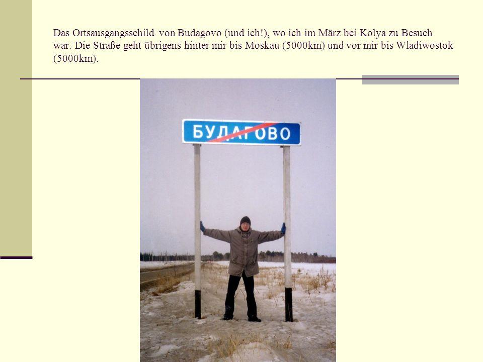 Das Ortsausgangsschild von Budagovo (und ich