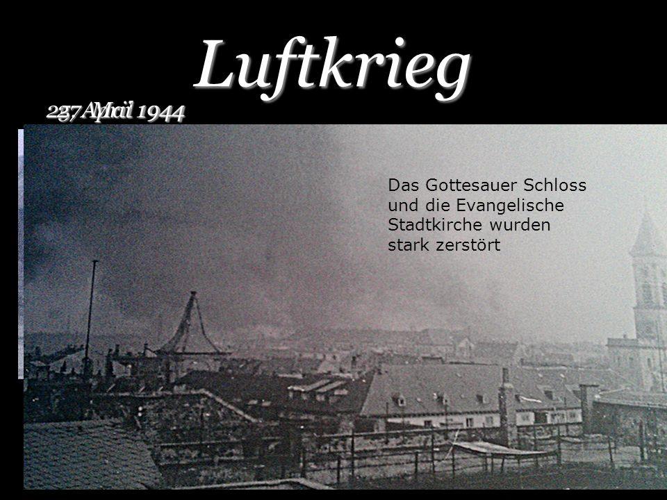 Luftkrieg 25. April 1944. 27. Mai 1944. Das Gottesauer Schloss und die Evangelische Stadtkirche wurden stark zerstört.
