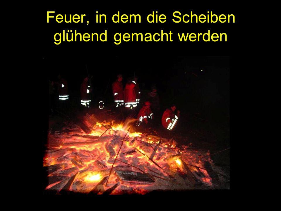 Feuer, in dem die Scheiben glühend gemacht werden