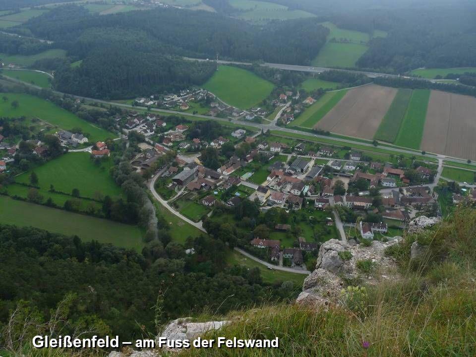 Gleißenfeld – am Fuss der Felswand